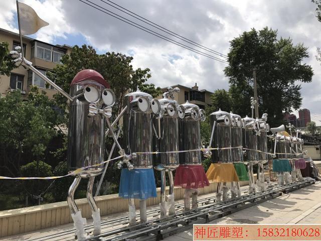 不锈钢小黄人雕塑,街景创意雕塑 (4)